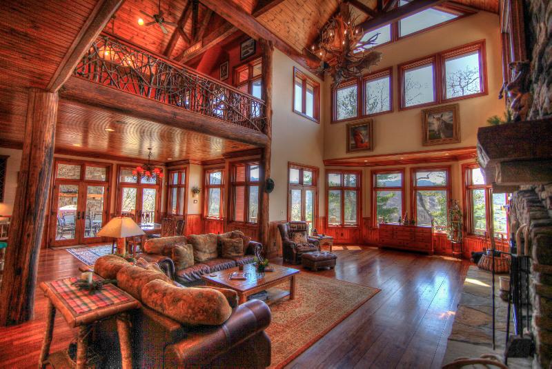 6br vacation rental home in banner elk nc overlook estate for Boone ski cabin rentals