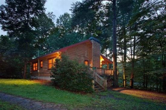 Blue sky cabin rentals crystal lake in gilmer blue sky for Luxury pet friendly cabins in north georgia